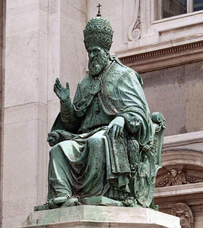spomenik papa sikst peti.jpg