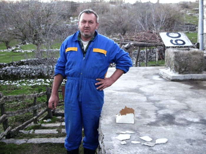 2. Dragan Vidacic sa fosilima-min.jpg