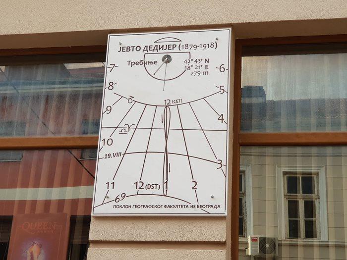 Geografski Fakultet Iz Beograda Poklonio Trebinju Suncani Sat