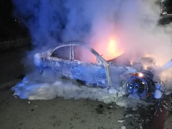 izgorjelo vozilo (3).jpg