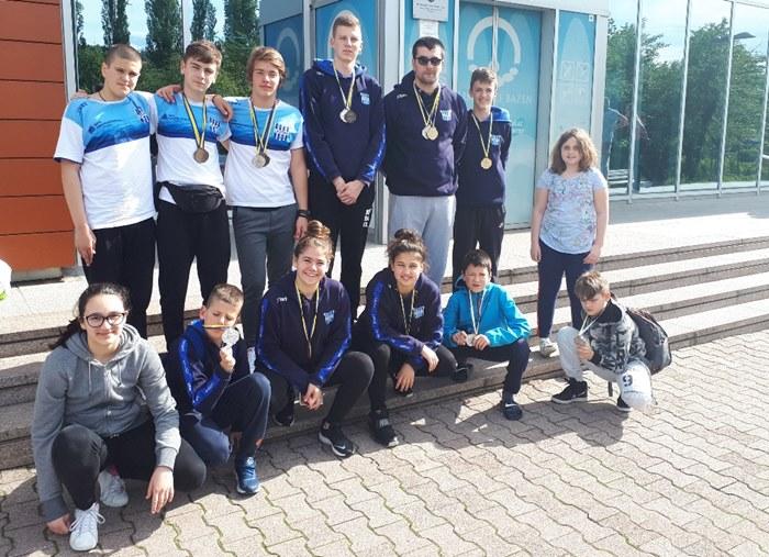 Plivaci KVS Leotar na MPM Sarajevo Aquatics sprint 2019.jpg