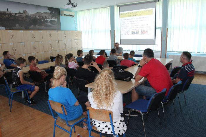 Mali humanitarci skola bregovi2.jpg