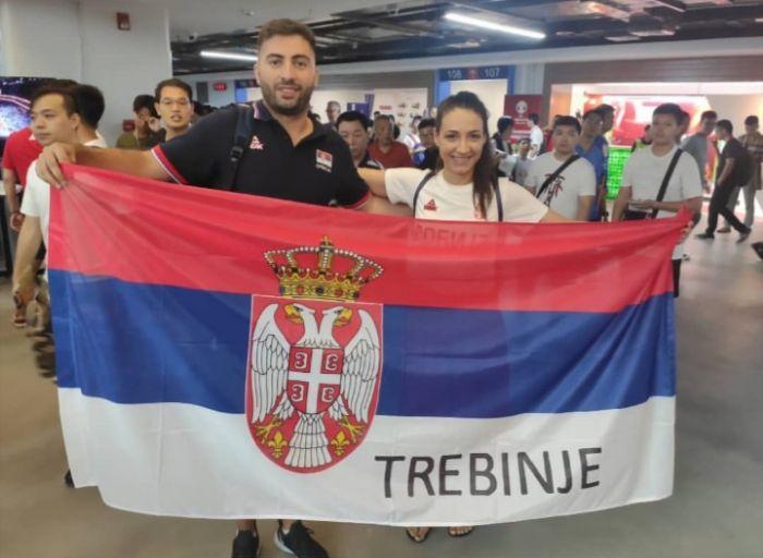 Srbija navijaci.jpg