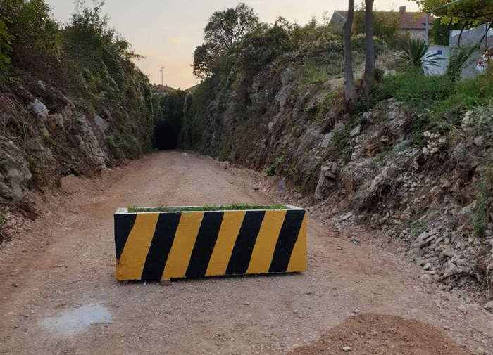 prepreke tunel police.jpg