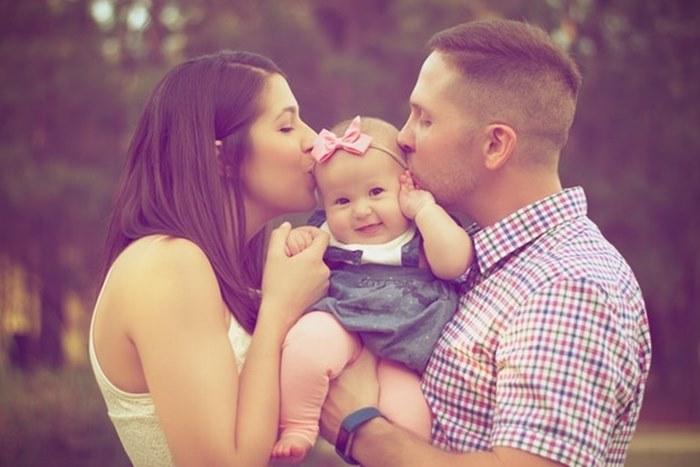 roditelji i beba.jpg