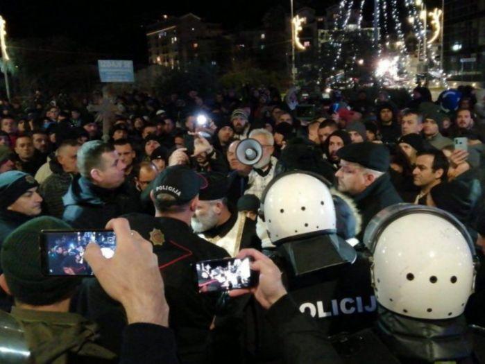 Herceg novi protest.jpg