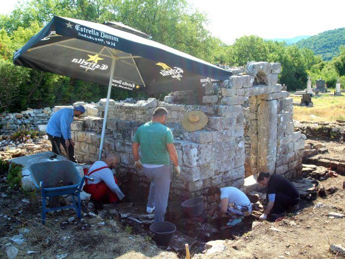 Crkva gomiljani iskopavanja4.jpg