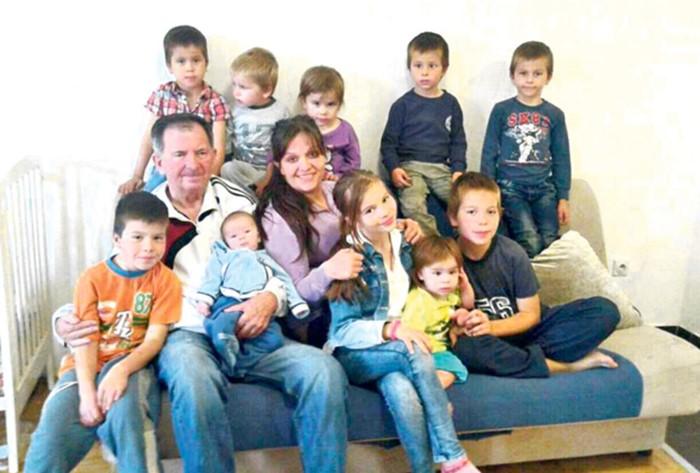 maja kovacevic sa djecom (2).jpg