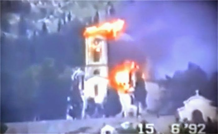 Zapaljena crkva mostar.jpg
