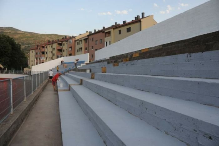 Stadion u policama nove stolice1.jpg