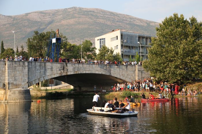 Skokovi sa kamenog mosta 202113.jpg
