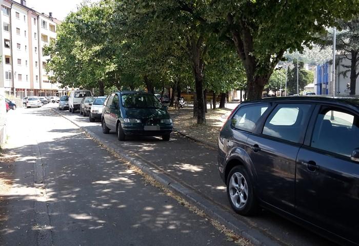 parkiranje trotoar.jpg