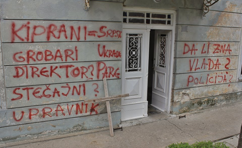 Grafiti na upravnoj zgradi Agrokopa