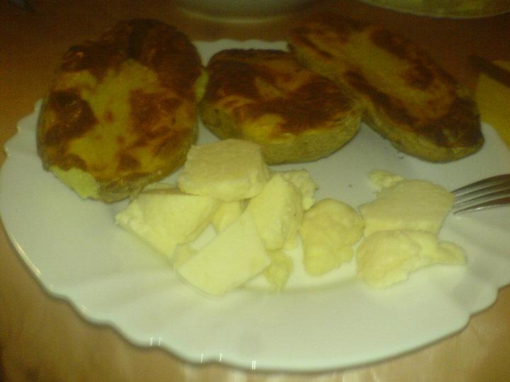 Peceni krompir pod korom, sa punomasnim sirom iz mjesine