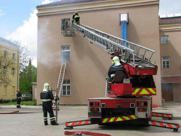 Trebinje - vjezbe vatrogasne jedinice
