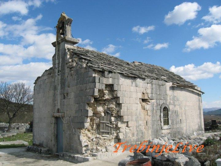 Granatirana i minirana crkva u Zaplaniku