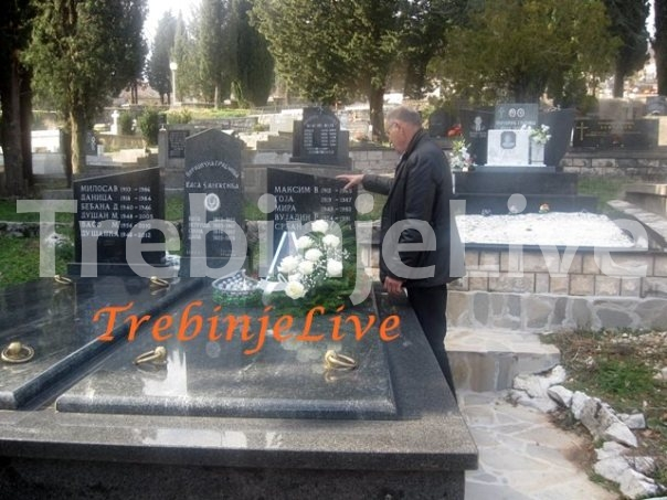 senad-hadzic-na-srdjanovom-grobu