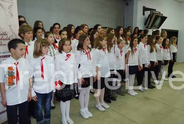 hor hercegnovske Muzicke skole na 40. muzickom festivalu mladih crne gore u herceg novom