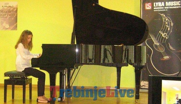 lana capin za klavirom u beogradu