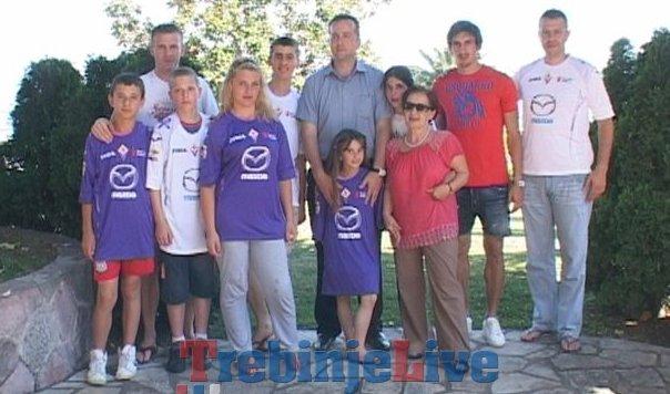 fudbaler stefan savic posjetio djeciji dom u bijeloj