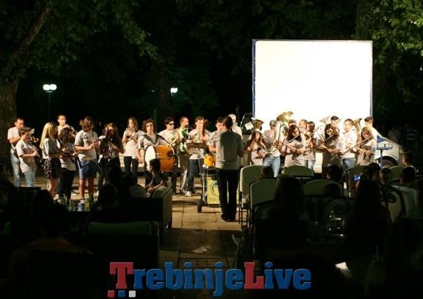 koncert gradske limene muzike stolac pod platanima u trebinju