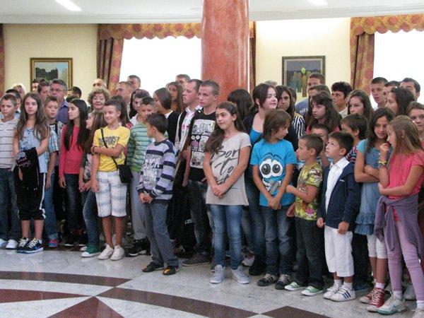 djeca sa kosova i metohije na prijemu kod predsjednika srpske milorada dodika
