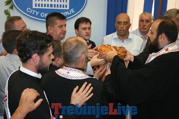 lomljenje slavksog kolaca u gradskoj upravi (1)
