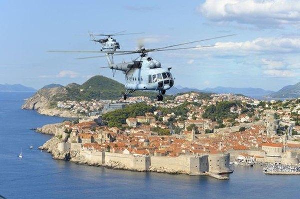 helikopteri nad Dubrovnikom