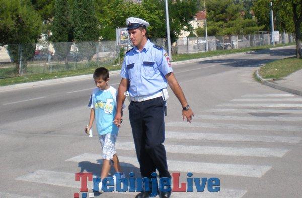 policija i djeca saobracaj