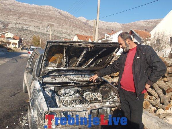 Markovićev otac pokazuje auto