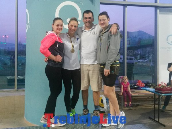 Ana,Ivana, trener Veljko i Nina
