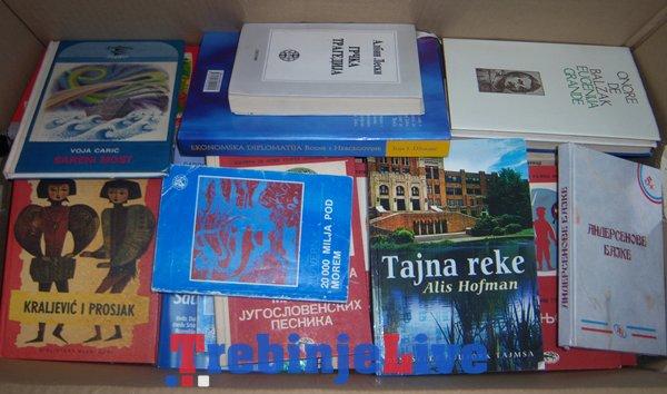 mladi snsd urucili knjige narodnoj biblioteci u trebinju