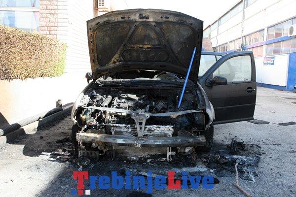 izgorio automobil golf cetiri trebinje