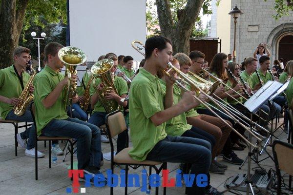 koncert ucenika muzicke skole iz trebinja i hanovera pod platanima
