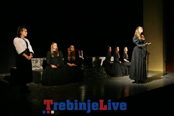 Nacionalna ustanova Centar za kulturu Beli Mugri iz Kocana, iz Makedonije, izveli predstavu Domot na Bernarda Alba