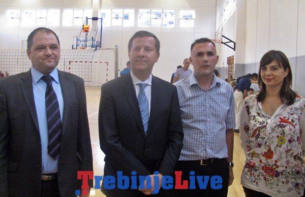 ambasador ceske u posjeti osnovnoj skoli jova jovanovic zmaj