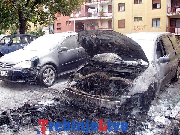 automobil ford fokus izgorio tina trebinje