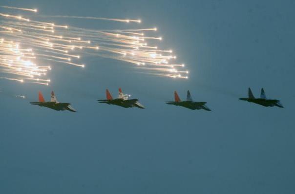 vojna parada beograd 2014 avioni