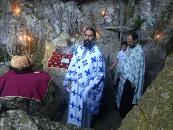 liturgija u pavlovoj pecini u trebinju (1)