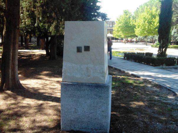 skulptura obeliska trebinje vandali