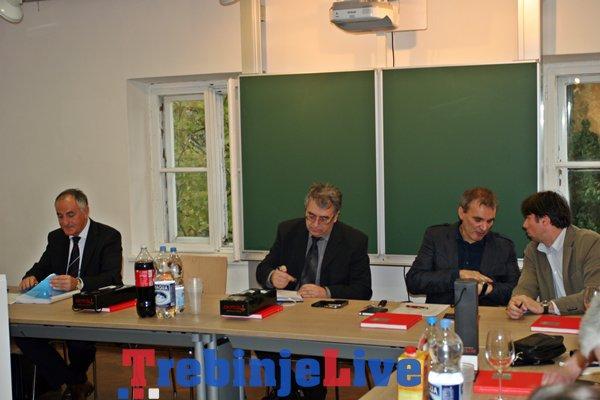 izlozba alu trebinje i sastanak dekana  univerziteta istocno sarajevo (1)