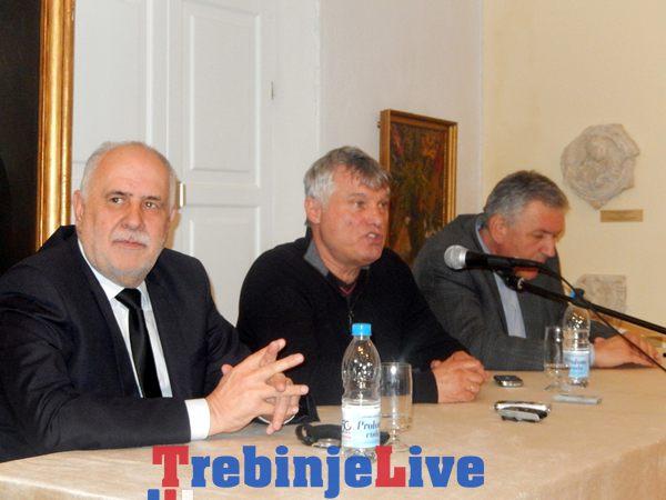 Vojno-politički analitičar Miroslav Lazanski rekao je večeras u Trebinju da opasnost za Republiku Srpsku može predstavljati stvaranje BiH po sistemu