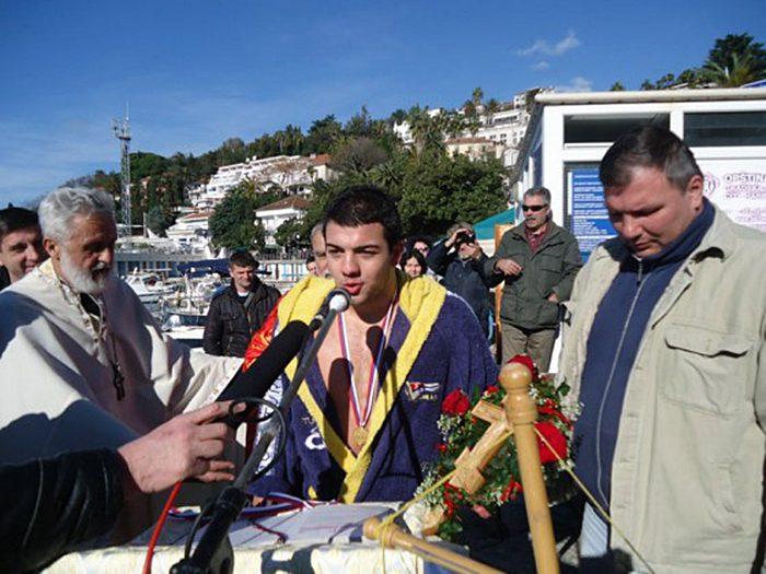 nikola moskov herceg novi plivanje za casni krst