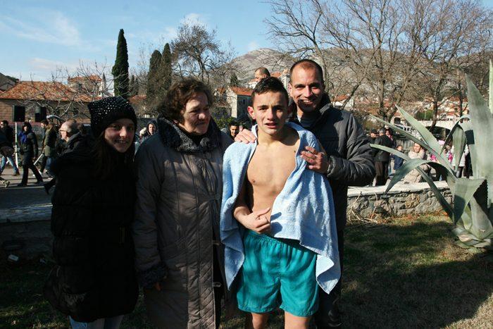 plivanje za casni krst bogojavljenje trebinje