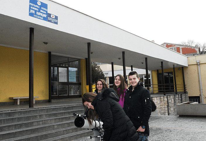 teleskop skola police