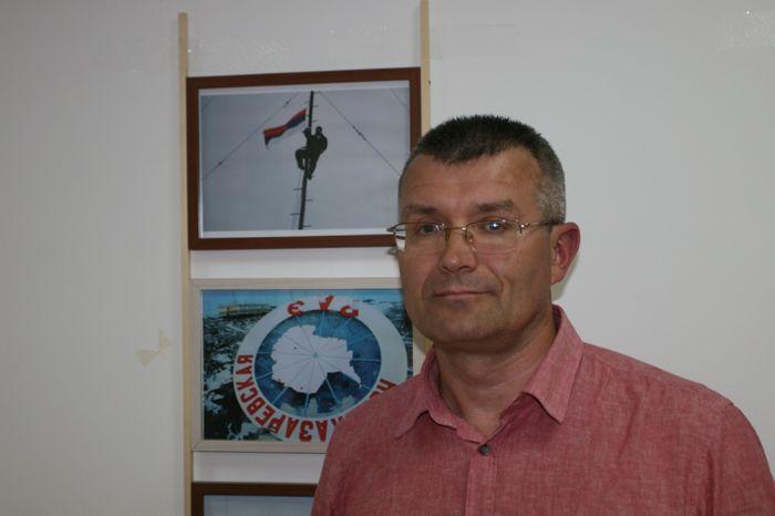 Izlozba srpska zastava