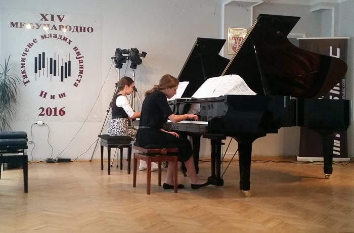 lana i isidora klavirski duo