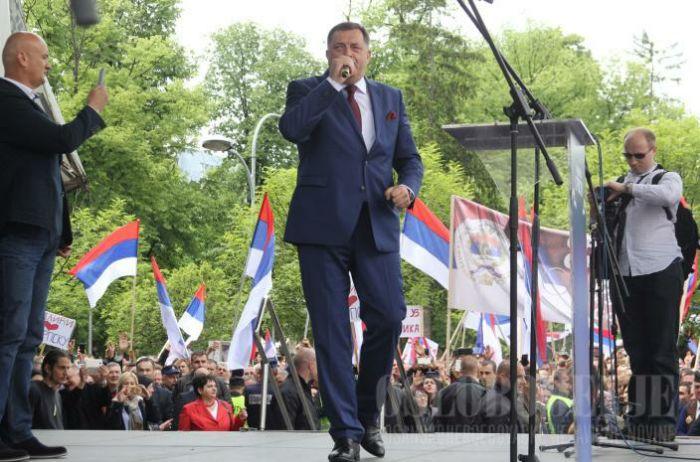 Dodik pjeva na mitingu