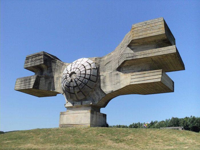 spomenici iz komunistickog perioda