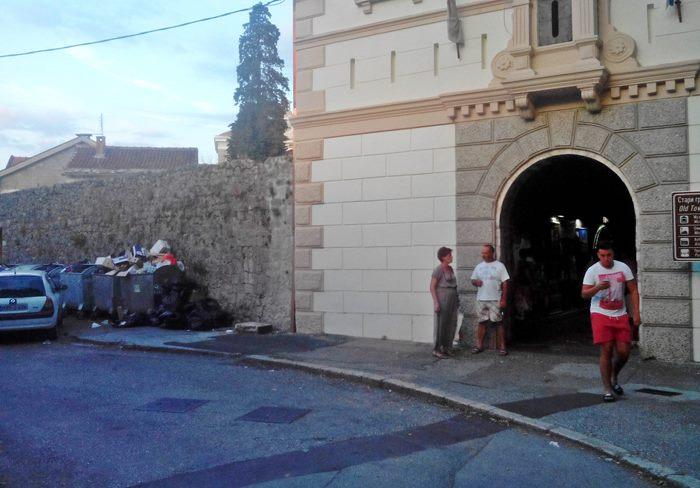 smece kontejneri ulaz u stari grad trebinje